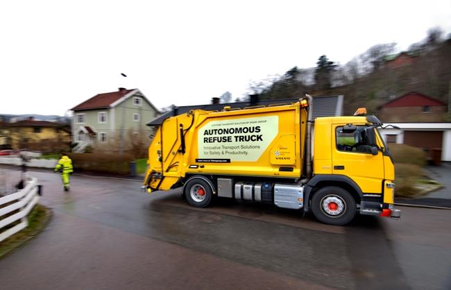 Volvo Trucks тества автономен камион за сметосъбиране
