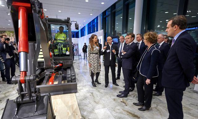 Френският президент и шведският премиер в централата на Volvo Group
