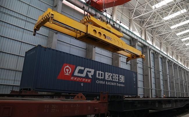 Пилотен влак вози автомобили от Белгия до Китай