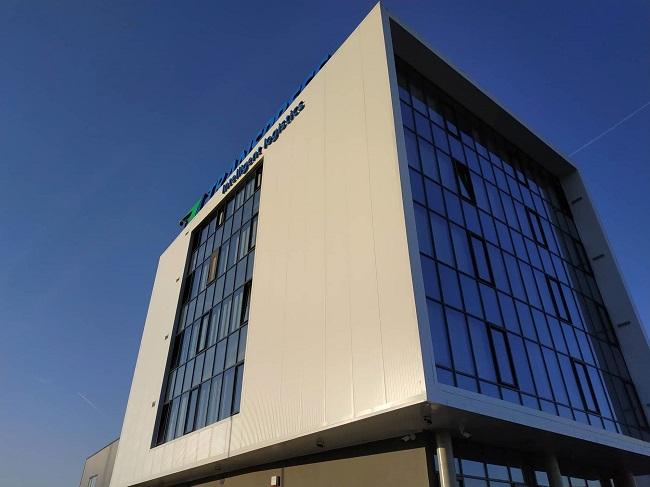 Транспрес с модерна зелена сграда