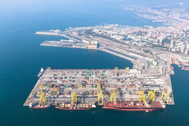 Унгария изгражда логистична база в Триест