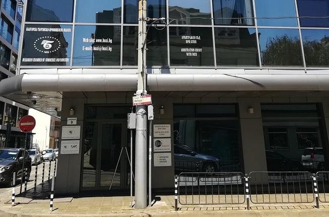 Бизнесът: Бихме наели чужденци, но да говорят български