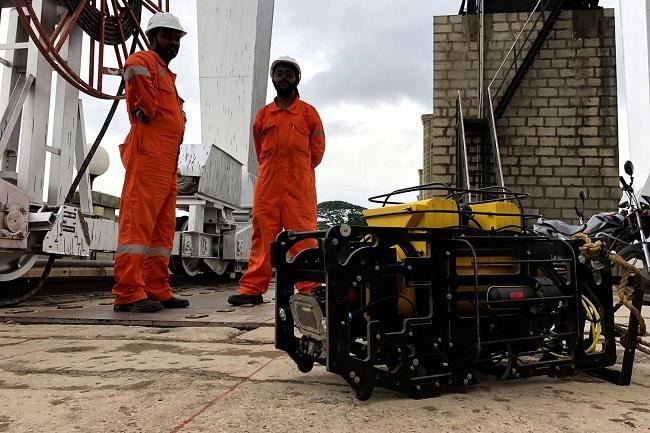 Робот инспектира кейовете в Ротердам
