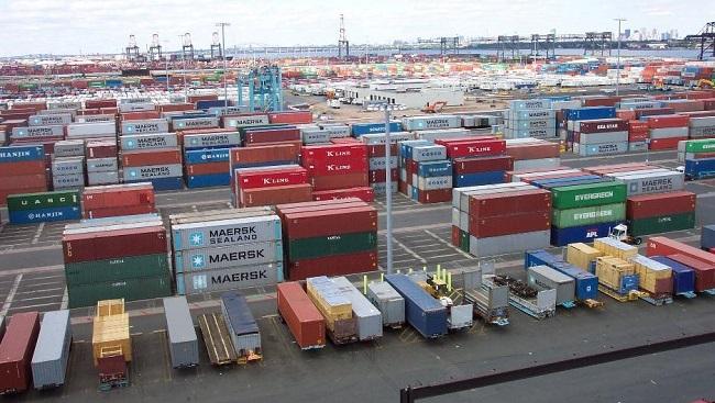 Спадът в контейнерните превози ще продължи