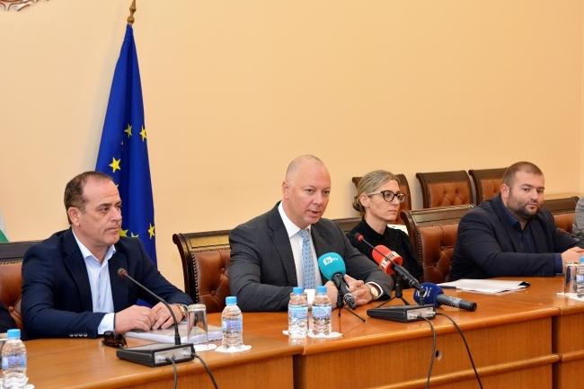 53 на сто празни курсове от и за България заради Пакет Мобилност 1
