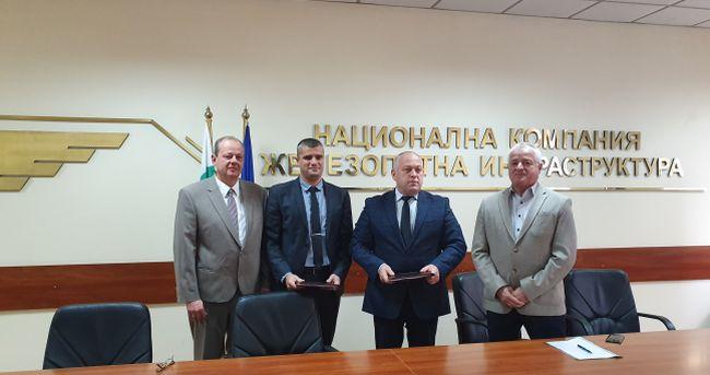 Подписаха договора за строителство на жп участък Оризово-Михайлово
