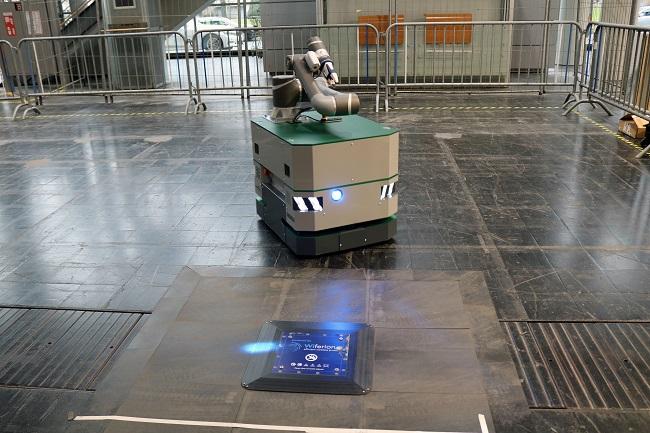 etaLINK 3000 зарежда складовите машини безконтактно