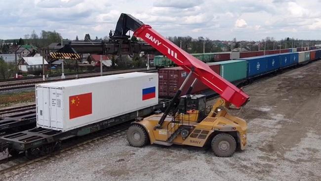 Влак вози руски пилета за Китай