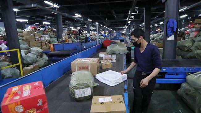 Пощенският сектор в Китай регистрира по-високи приходи и обеми