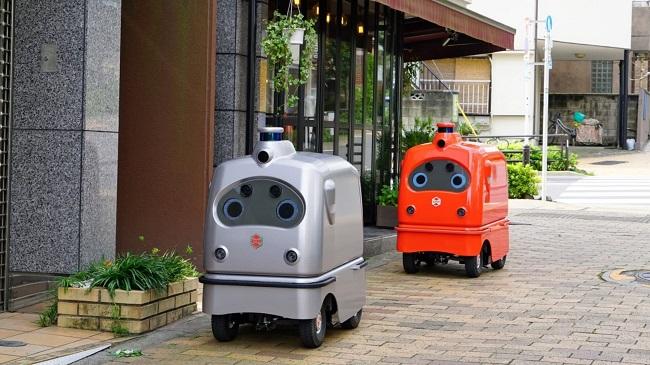 Роботи за доставки тръгват по улиците на Токио