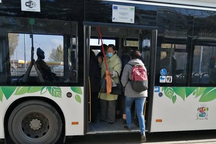 Google Maps ще брои пътуващите в градския транспорт