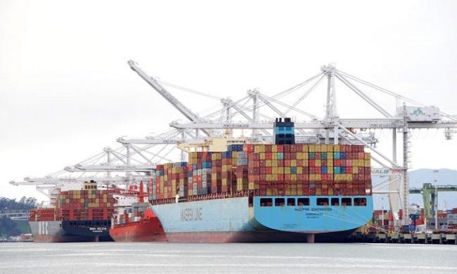 Maersk отново разпиля контейнери в Тихия океан