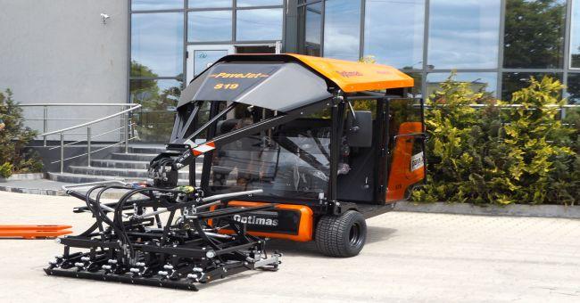 Инжконсулт достави машина за полагане на бетонови изделия