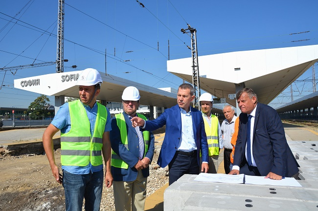 Модернизират коловозите на централна гара София